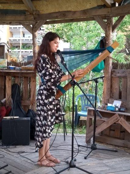 Joueuse d'instrument malgache